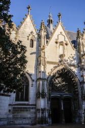 L'entrée de l'église sur la rue Georges Courteline