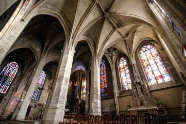 Le Transept Sud nous dévoile les magnifiques vitraux, anciens et modernes.