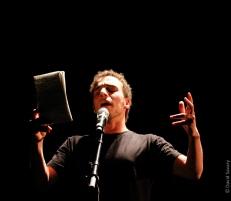 """Naim Dridj, auteur d'un texte intitulé """"Chanson"""" lu en sortie de résidence de Stéphane Bouquet."""