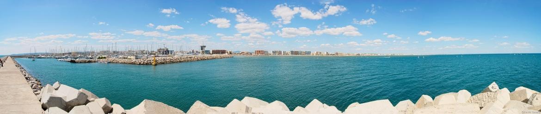 Panorama à environ 180° du port de plaisance de Palavas les Flots. 12 photos assemblées avec ICE.