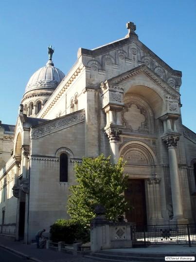Le parvis de la Basilique Saint Martin