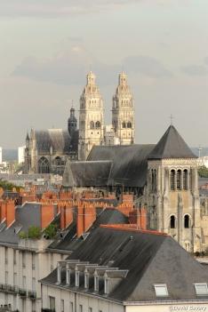 L'église Saint Julien et la Cathédrale Saint Gatien