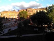 La ville depuis la Place de la Daurade