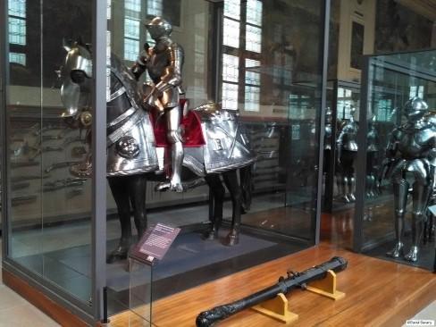 Des armures complètes, certaines de rois